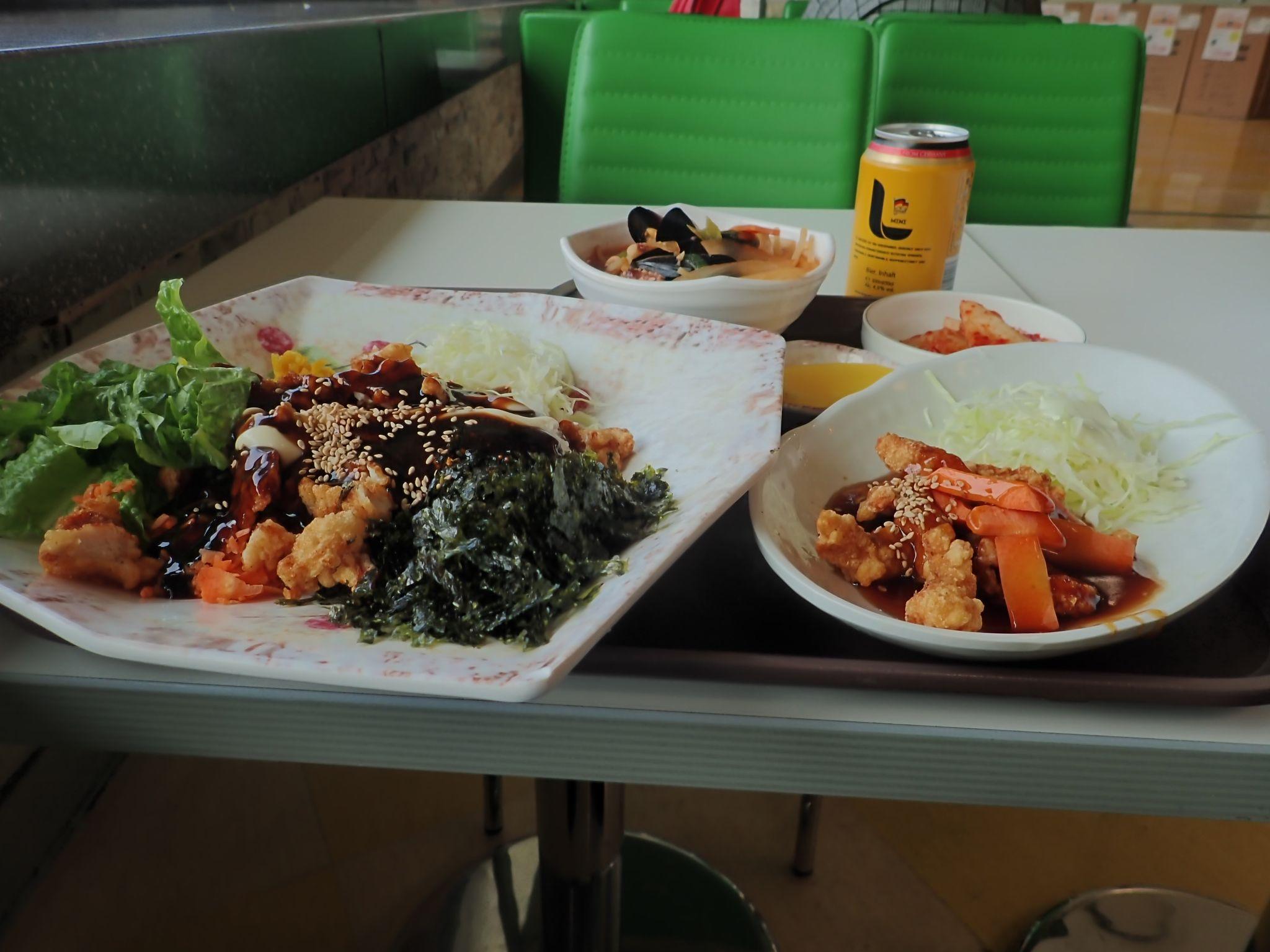 ロッテマートの2階の韓国料理定食